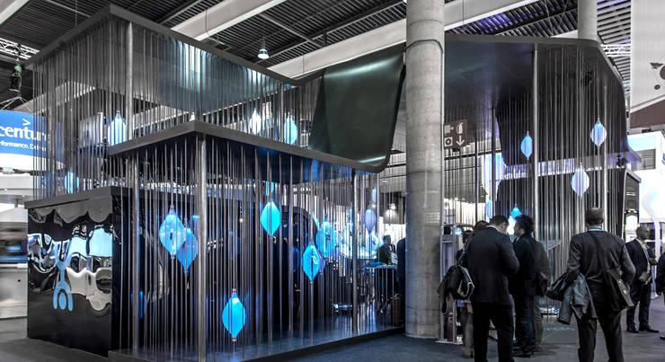 YOTA DEVICES PAVILION, MOBILE WORLD CONGRESS, 2013: Ferias de estilo  de EXTERNAL REFERENCE ARCHITECTS