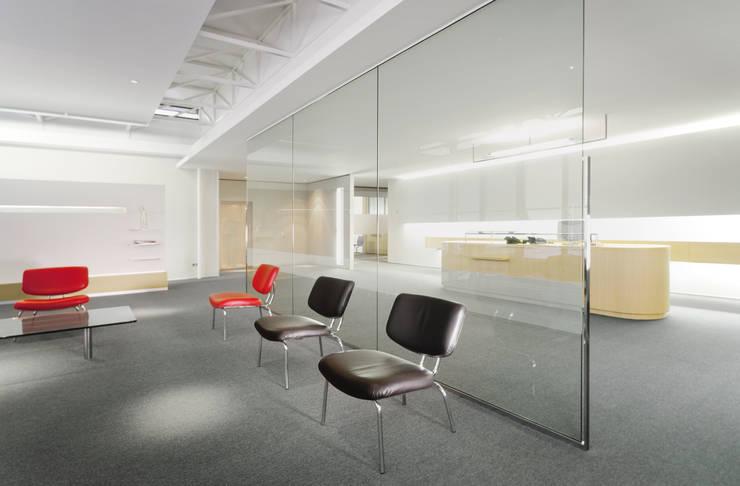 Zahnarztpraxis Dr. Lex, Nürnberg:  Geschäftsräume & Stores von Marius Schreyer Design,Modern