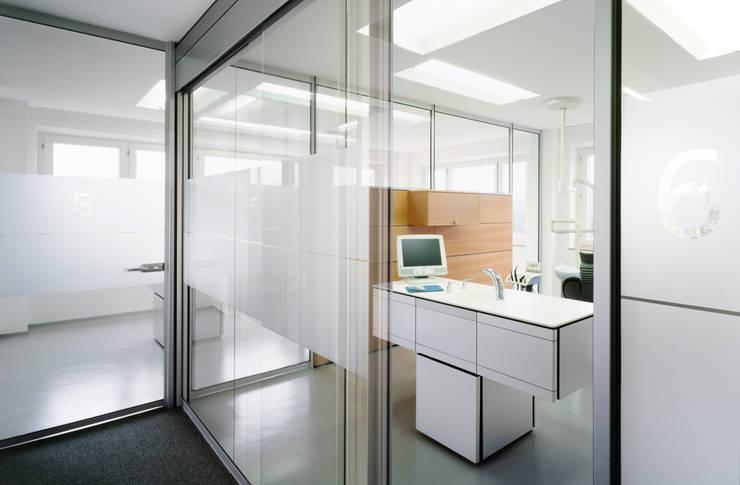 Zahnarzt Dr. Lex, Nürnberg:  Geschäftsräume & Stores von Marius Schreyer Design,Modern