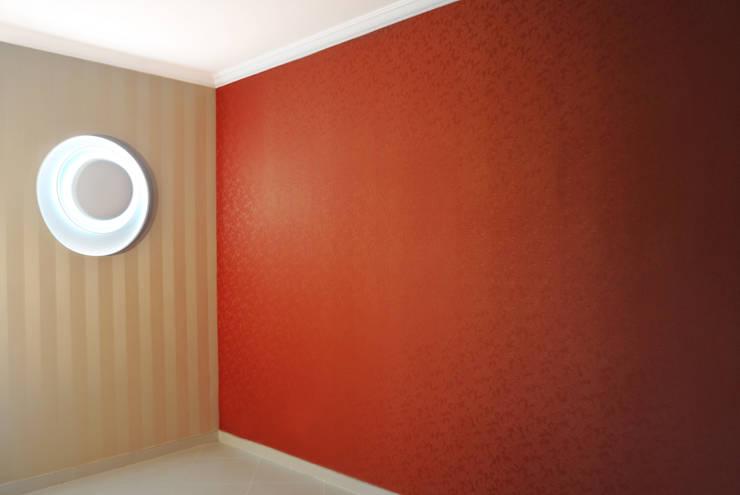 Paredes y suelos de estilo  por CAFElab studio