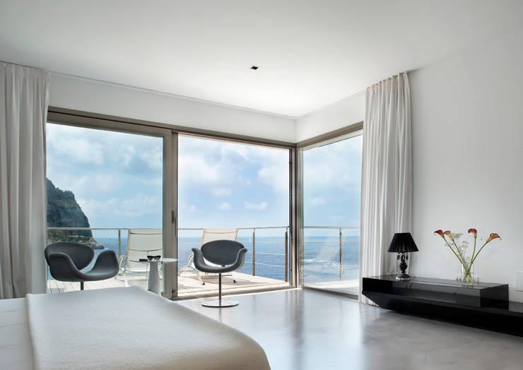 Octavio Mestre Arquitectos: minimal tarz tarz Yatak Odası