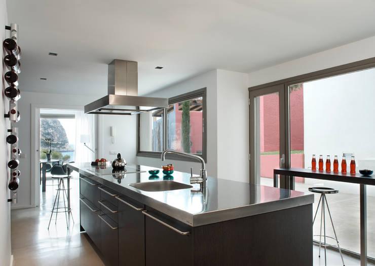 Casa en Andratx: Cocinas de estilo  de Octavio Mestre Arquitectos