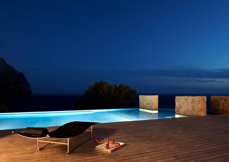 Casa en Andratx: Piscinas de estilo  de Octavio Mestre Arquitectos