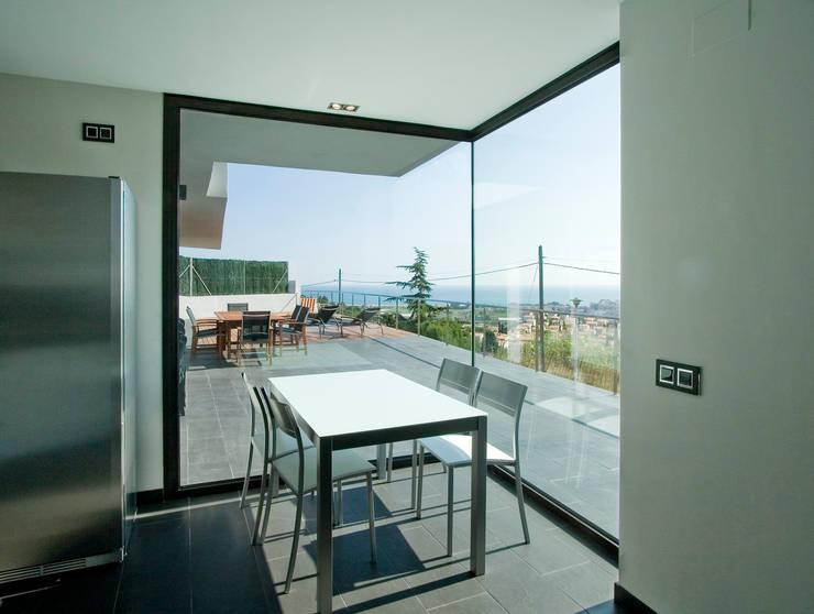 Terrace by Octavio Mestre Arquitectos
