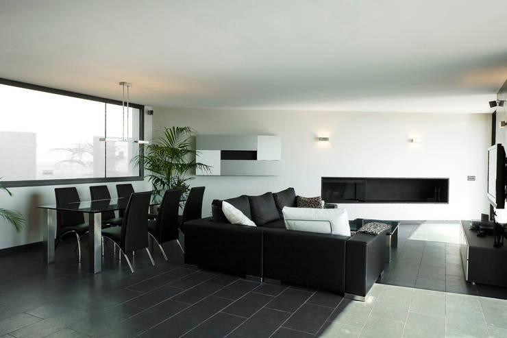 Living room by Octavio Mestre Arquitectos