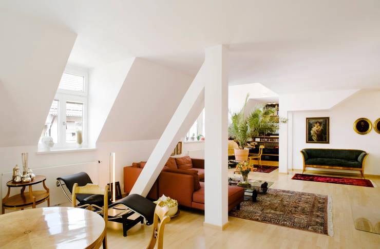 Stadtvilla in Nürnberg:  Wohnzimmer von Marius Schreyer Design,Klassisch