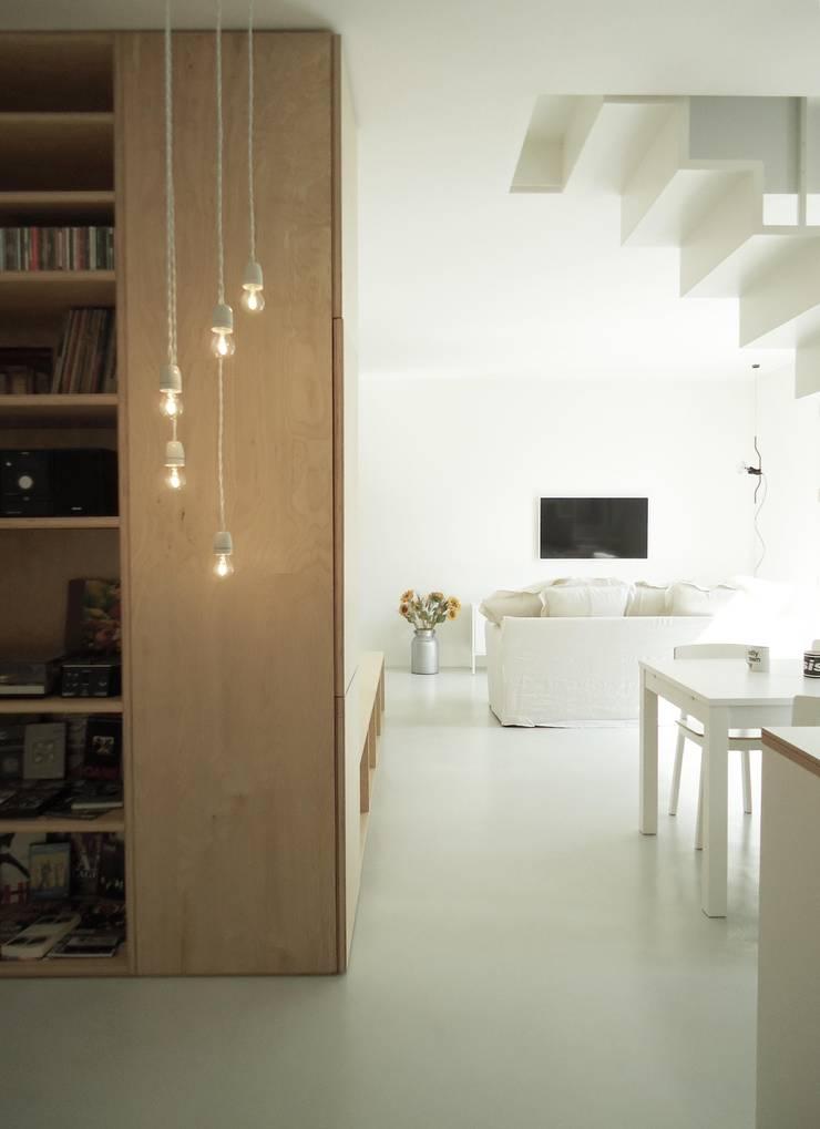 CSP: Soggiorno in stile  di ANK architects