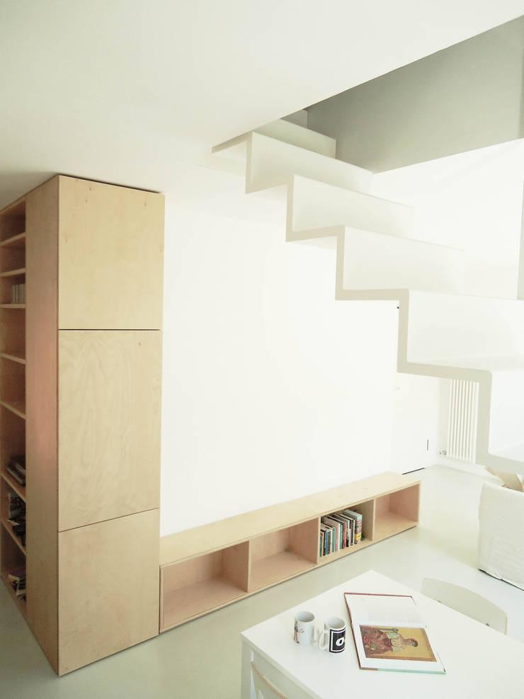 CSP: Ingresso & Corridoio in stile  di ANK architects