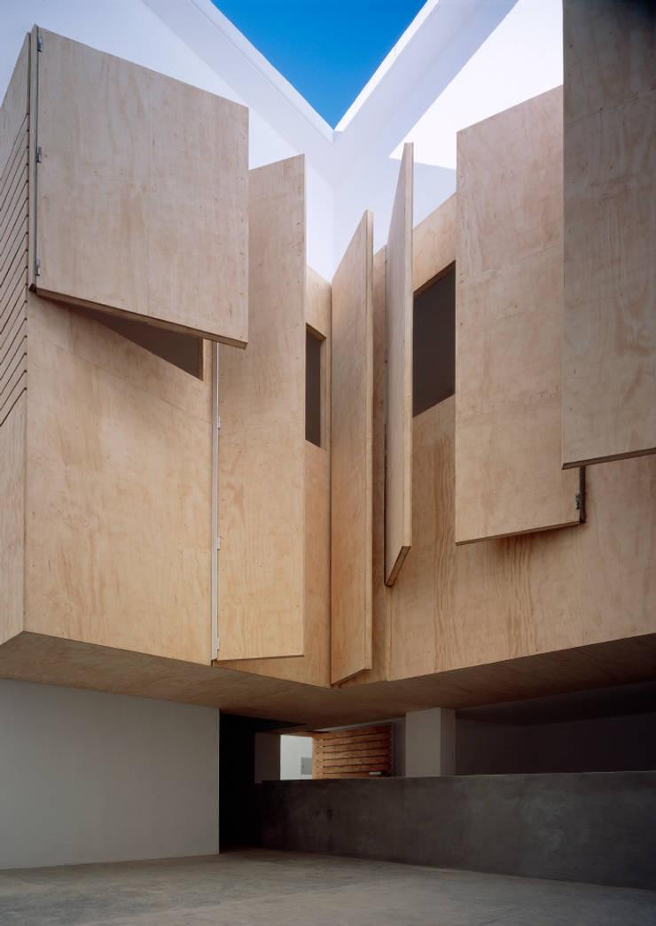 Rehabilitación de 5 viviendas y un local en barrio del Pópulo: Casas de estilo  de MGM Morales de Giles Arquitectos SLP