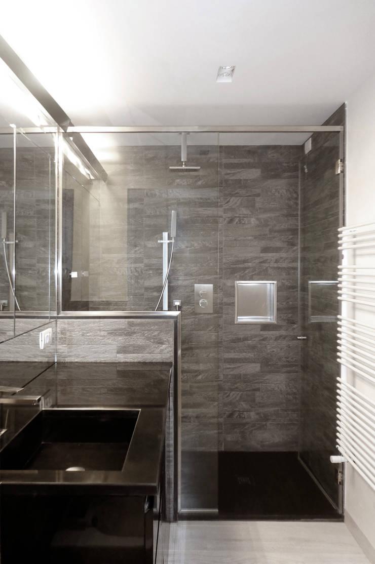 Bathroom by gosplan architects
