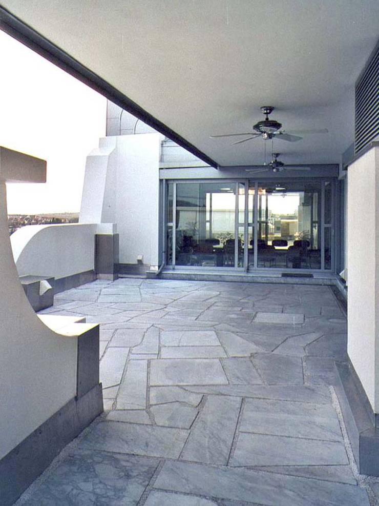 Terrace by Lehmann Art Deco Architekt