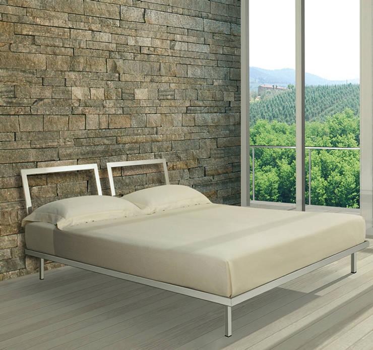 Nudo Letto: Camera da letto in stile  di de Milan,