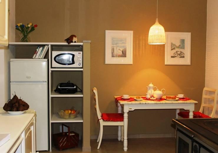 Kitchen by VALENTINA BONANDIN STUDIO TECNICO