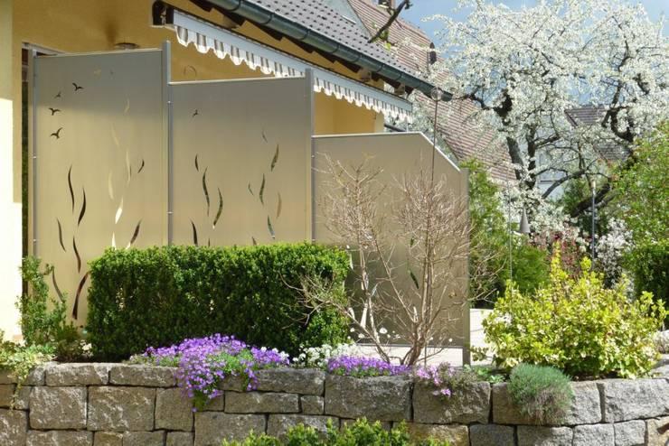 """""""Spring Feeling"""": moderner Garten von Edelstahl Atelier Crouse - Stainless Steel Atelier"""