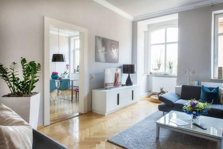Wohnzimmer in Jugendstil-Wohnung von tRÄUME - Ideen Raum geben | homify