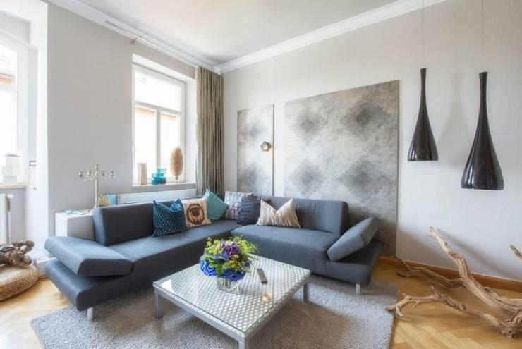 Wohnzimmer in Jugendstil-Wohnung :  Wohnzimmer von tRÄUME - Ideen Raum geben,Klassisch