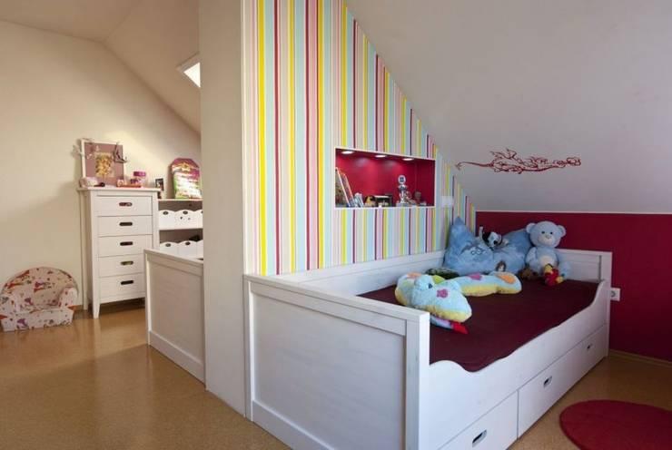 Chambre d'enfant de style  par tRÄUME - Ideen Raum geben