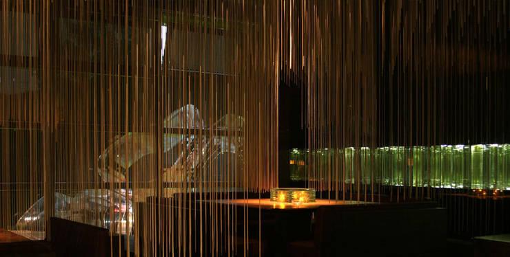 RESTAURANT MICRO Moderne Bars & Clubs von Philipp Walter Modern