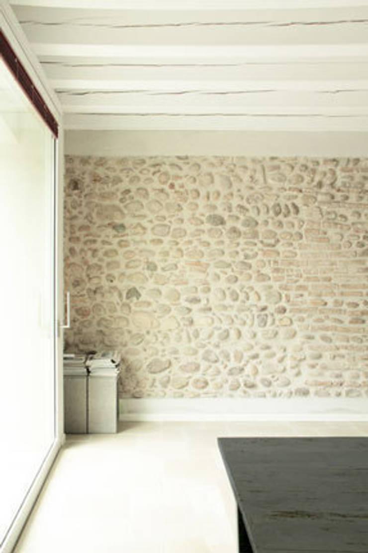Residenza estiva:  in stile  di archiplanstudio