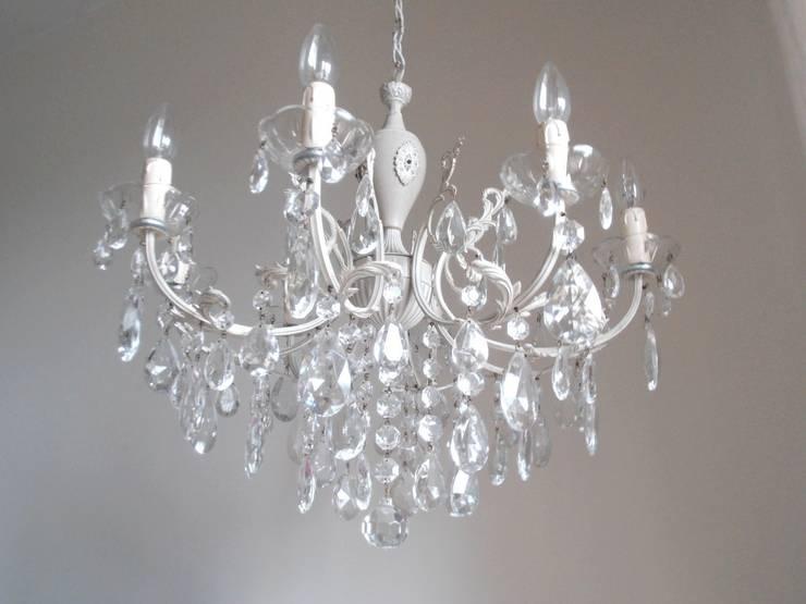 Splendido e unico lampadario Milan Chic Chandeliers 8 bracci, vintage italiano anni 50, shabby chic: Soggiorno in stile in stile Classico di Milan Chic Chandeliers