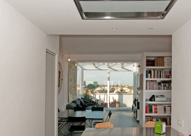 Ristrutturazione di un appartamento in Roma – 70 mq: Soggiorno in stile  di Fabiola Ferrarello architetto