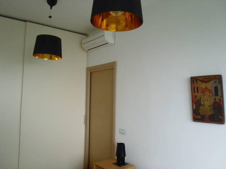 Ristrutturazione abitazione privata: Camera da letto in stile  di Barbato Design | LE