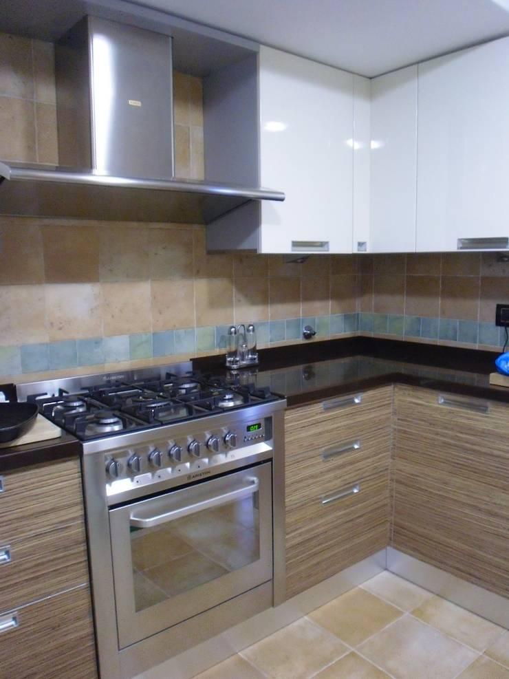 Ristrutturazione abitazione privata: Cucina in stile  di Barbato Design | LE