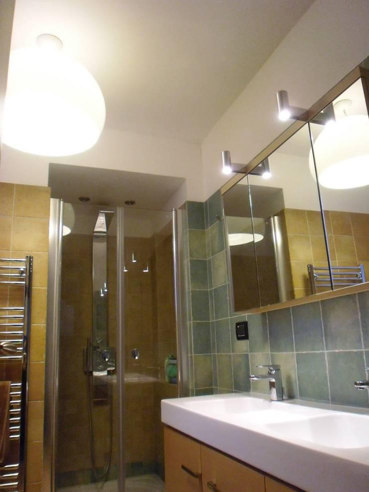 Ristrutturazione abitazione privata: Bagno in stile  di Barbato Design | LE