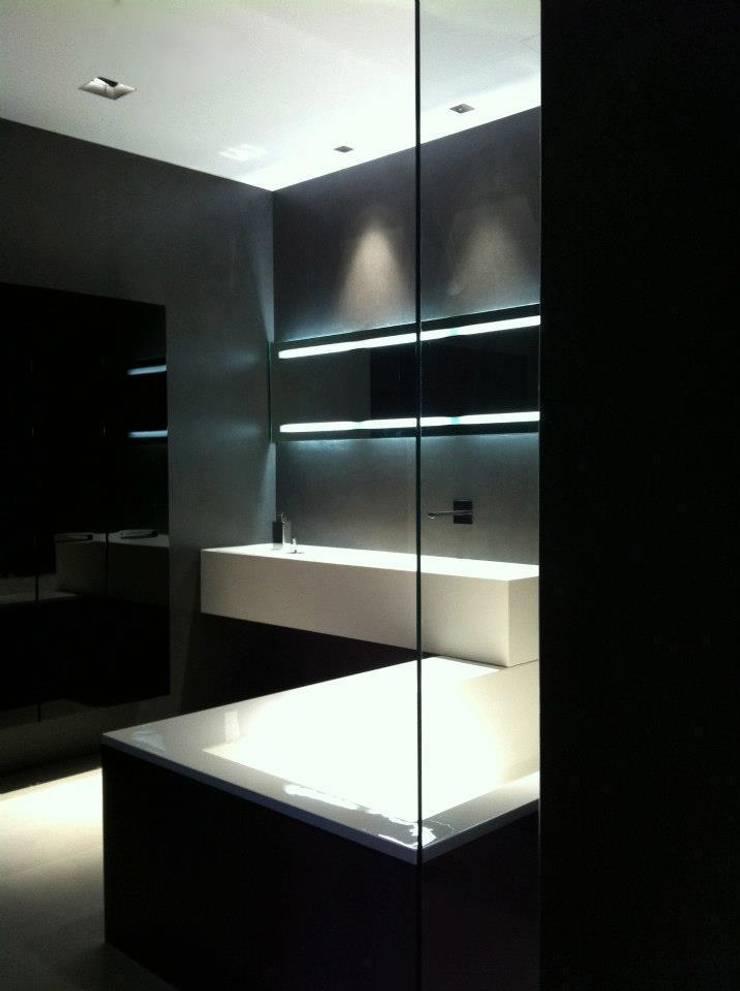 Baños de estilo  por Ernesto Fusco