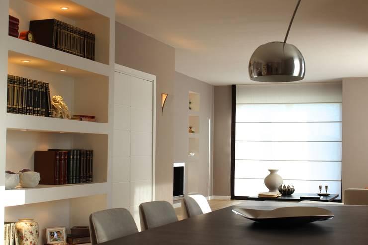 MGD Home: Soggiorno in stile  di Ernesto Fusco