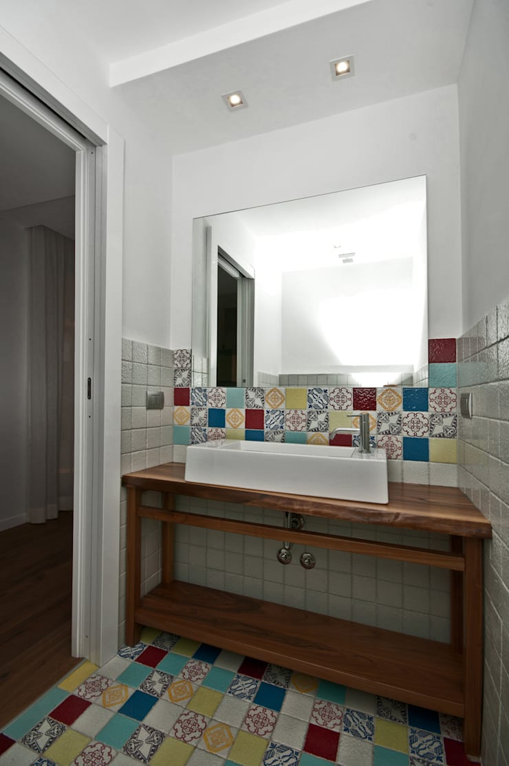 Ristrutturazione di una villa bifamiliare su tre livelli in Roma – 240 mq: Bagno in stile  di Fabiola Ferrarello architetto