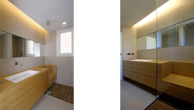 casa m: Bagno in stile  di morana+rao architetti