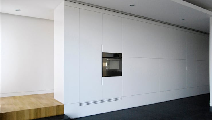 casa m: Soggiorno in stile  di morana+rao architetti