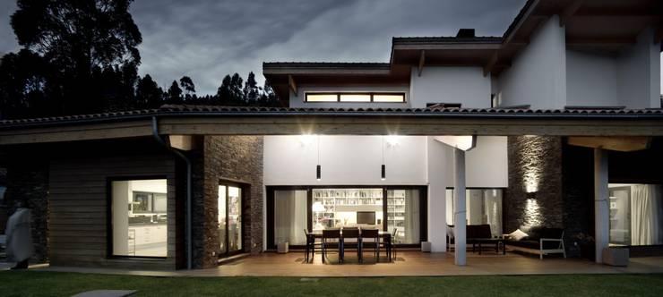 Vivienda en Urduliz: Casas de estilo  de IA+B arkitektura taldea