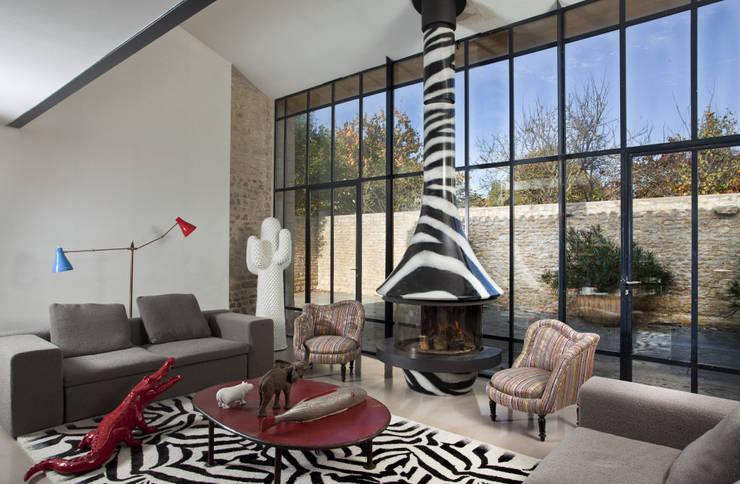 Cheminée Eva 992 Zebre by Paco Rabanne: Salon de style  par GROUPE SEGUIN DUTERIEZ