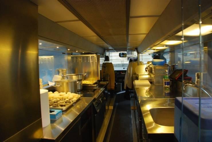 Piano inferiore - cucina:  in stile  di Progetti d'Interni e Design