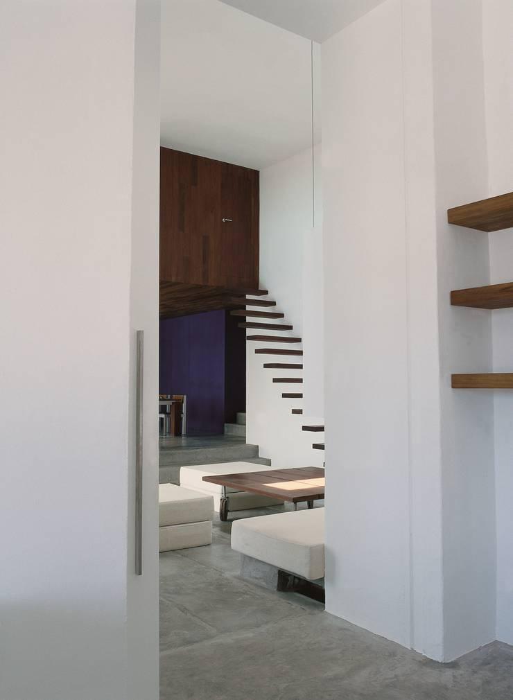 Ingresso & Corridoio in stile  di Ramón Esteve Estudio