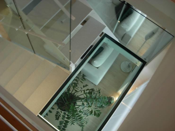 Alloggio RB: Ingresso & Corridoio in stile  di Progetti d'Interni e Design
