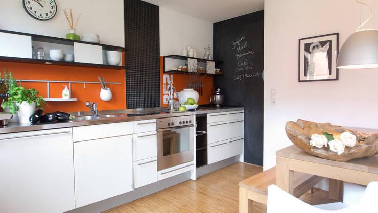Facelift für eine Küche:  Küche von MINTSTAGING e.K. Agentur für Interior Design & Raumkonzepte