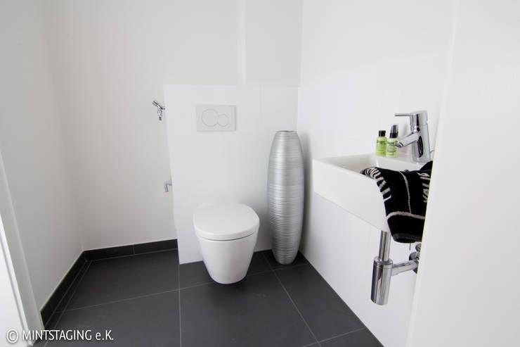 Gaste WC:  Badezimmer von MINTSTAGING e.K. Agentur für Interior Design & Raumkonzepte