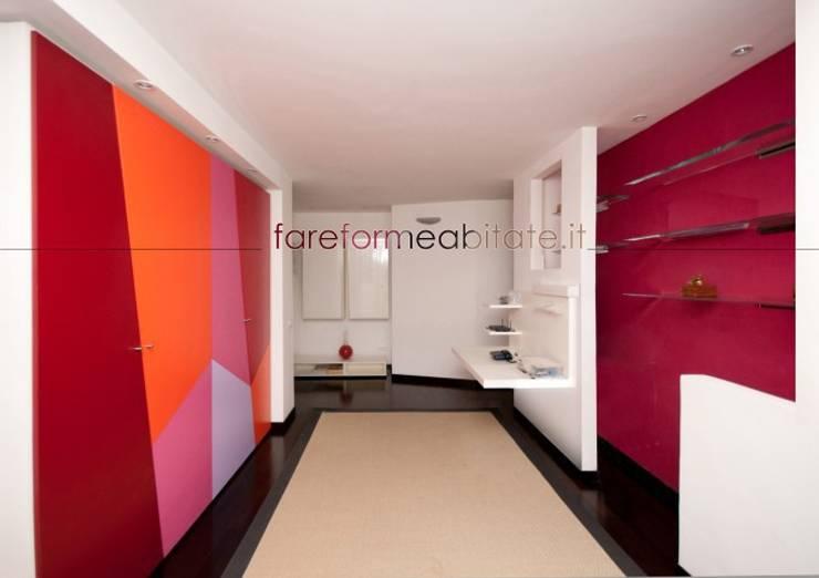 Ristrutturazione di un appartamento in Roma – 80 mq: Soggiorno in stile  di Fabiola Ferrarello architetto