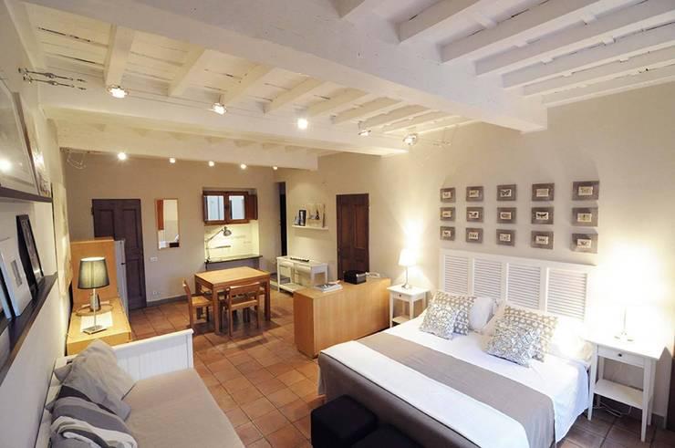 Guelfa 65 - Firenze: Soggiorno in stile  di Rachele Biancalani Studio