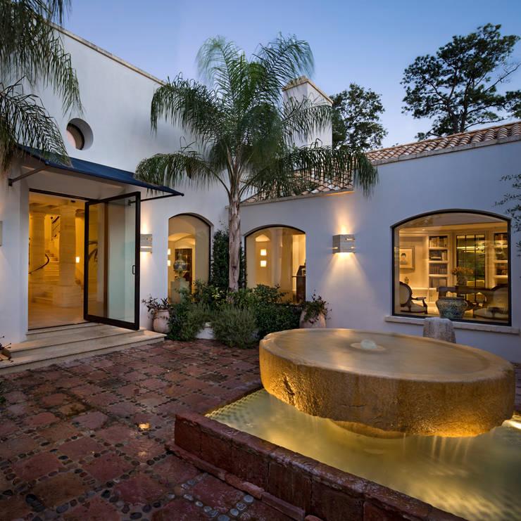 Patio: Terrazas de estilo  por Artigas Arquitectos