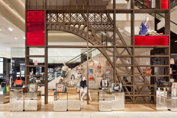 Locaux commerciaux & Magasins de style  par plajer & franz studio