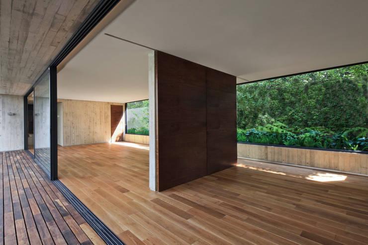 Casa Maruma: Salones de estilo  de © Sandra Pereznieto
