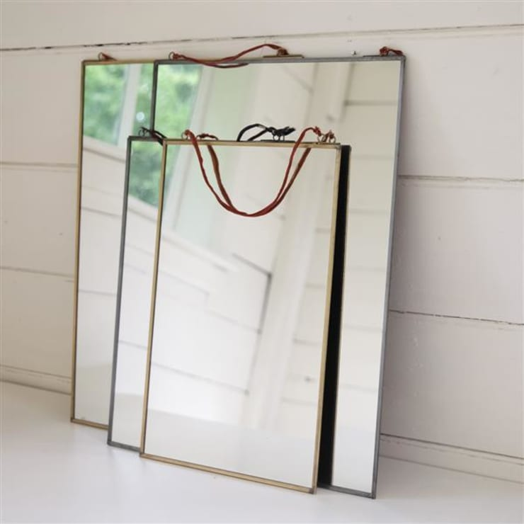 Kiko brass mirror:  Dressing room by Decorum