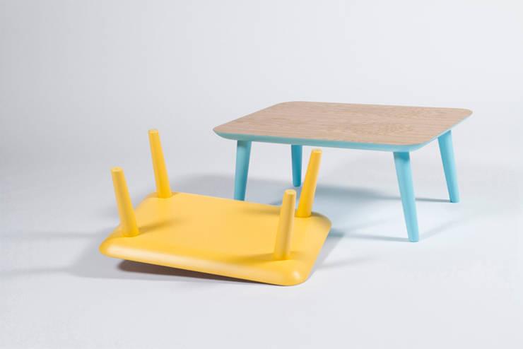 Mesas de diseño exclusivo por Balea Collection: Salones de estilo  de Muka Design Lab
