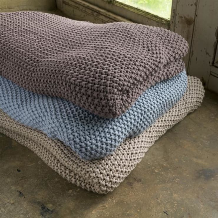 Moss stitch throw:  Living room by Decorum