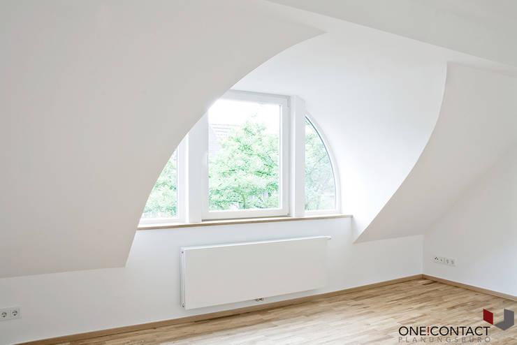 ALTER CHARME NEU BELEBT:  Wohnzimmer von ONE!CONTACT - Planungsbüro GmbH,Modern