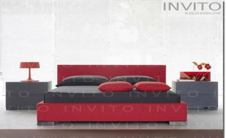 recámara Roja: Recámaras de estilo  por INVITO